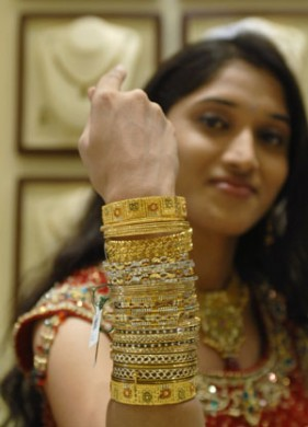Model displays gold jewellery in Hyderabad